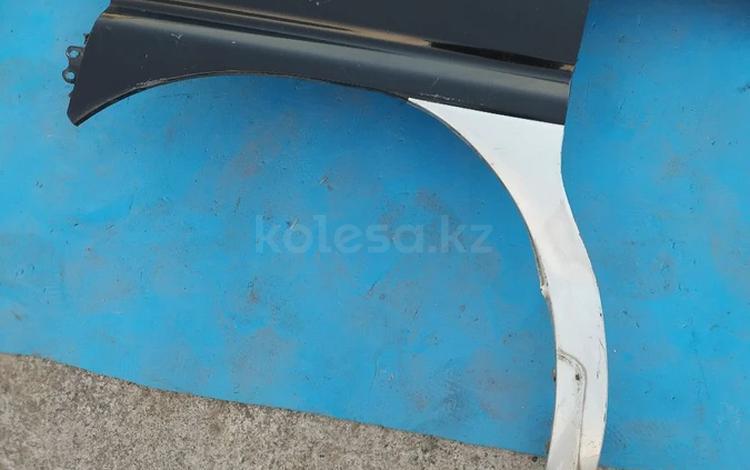 Крыло переднее левое на Mitsubishi Delica за 10 000 тг. в Алматы