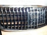 Передняя решетка на Mercedes w213 Maybach за 150 000 тг. в Алматы – фото 2