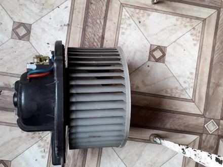 Вентилятор печки на Mitsubishi Carisma (1994-2001 г. В) v1.8 б… за 14 000 тг. в Караганда – фото 2