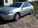 Toyota Camry 2005 года за 3 500 000 тг. в Усть-Каменогорск – фото 2