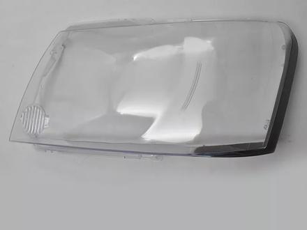 Стекло ФАРЫ Nissan Patrol y61 (2004 — 2008 Г. В.) за 22 600 тг. в Алматы