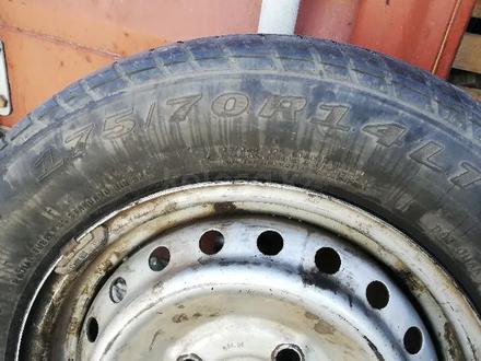 Диск с (резиной) покрышкой на FAW v80. за 10 000 тг. в Нур-Султан (Астана) – фото 5