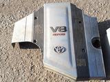 Б/у декоративная пластиковая крышку на двигатель 2UZ-FE ДЛЯ LEXUSLX-470 за 44 000 тг. в Актобе – фото 2