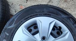 Шины с дисками и колпаками для Hyundai Creta за 135 000 тг. в Усть-Каменогорск