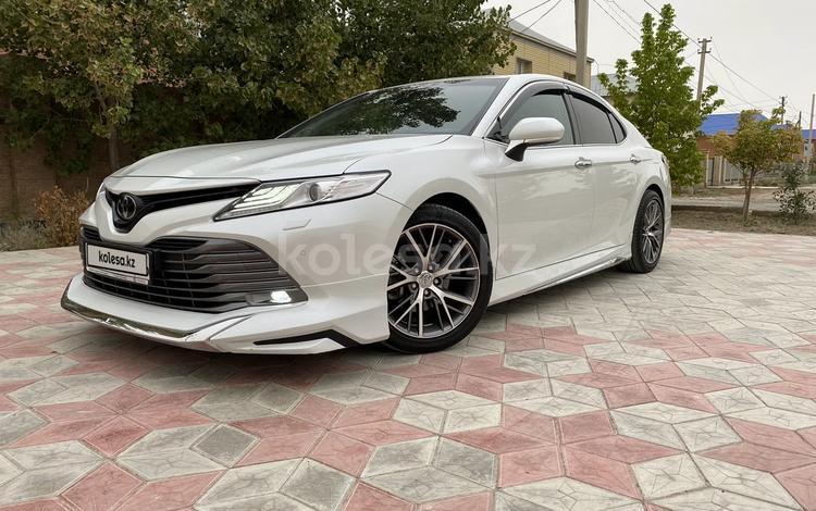 Toyota Camry 2018 года за 14 800 000 тг. в Атырау