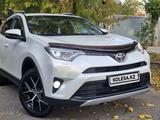 Toyota RAV 4 2018 года за 13 600 000 тг. в Алматы – фото 2