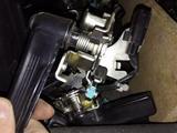 Ручка багажника электрическая lexus LX 570 за 111 тг. в Алматы
