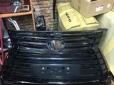 Решетка радиатора Lexus Lx 570 Black Vision за 300 000 тг. в Актау