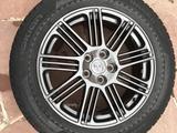 Диски черные Toyota оригинал вместе с резиной за 155 000 тг. в Алматы