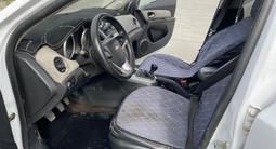 Chevrolet Cruze 2013 года за 2 249 800 тг. в Атырау – фото 3