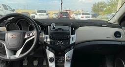 Chevrolet Cruze 2013 года за 2 249 800 тг. в Атырау – фото 4