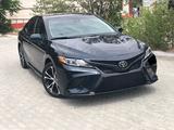 Toyota Camry 2019 года за 12 500 000 тг. в Уральск – фото 2