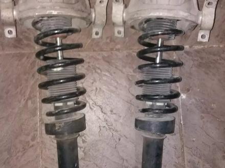 Задние амортизаторы в сборе на Volkswagen Touareg за 35 000 тг. в Алматы