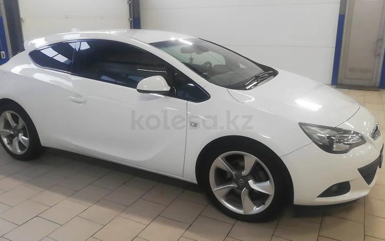 Opel Astra 2014 года за 3 750 000 тг. в Уральск