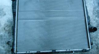 Радиатор охлаждения основной BMW за 25 000 тг. в Алматы