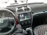 Skoda Octavia 2013 года за 3 500 000 тг. в Атырау – фото 2