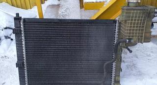 Радиатор охлаждения мерседес вито оригинал 2.2Дизель за 444 тг. в Костанай