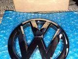 Эмблема решётки VW Polo 09 — 14 год. Дорестайлинг за 8 000 тг. в Караганда