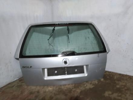 Крышка багажника на гольф 4 универсал за 15 000 тг. в Караганда