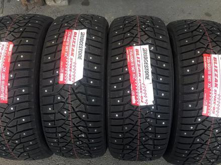 Bridgestone ШИПЫ 235/45r18 за 95 000 тг. в Алматы