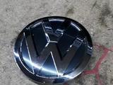 Значок решетки радиатора VW POLO 15 — 18 за 888 тг. в Атырау