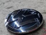 Значок решетки радиатора VW POLO 15 — 18 за 888 тг. в Атырау – фото 4