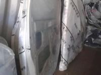 Дверь передняя L за 1 000 тг. в Алматы