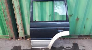 На Mitsubishi Pagero дверь боковая левая за 15 000 тг. в Алматы