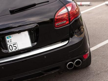 Porsche Cayenne 2012 года за 14 880 000 тг. в Алматы – фото 12