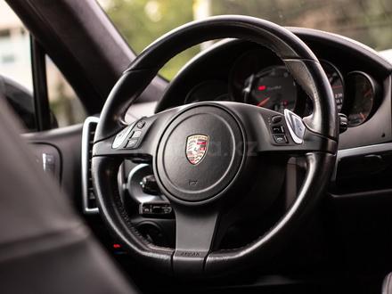 Porsche Cayenne 2012 года за 14 880 000 тг. в Алматы – фото 18