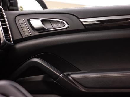 Porsche Cayenne 2012 года за 14 880 000 тг. в Алматы – фото 23