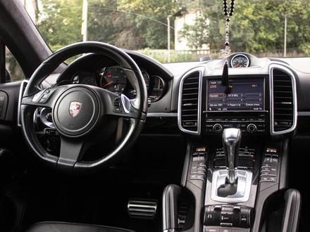 Porsche Cayenne 2012 года за 14 880 000 тг. в Алматы – фото 29