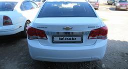 Chevrolet Cruze 2011 года за 3 056 400 тг. в Актобе – фото 2