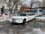 Lincoln Town Car 2002 года за 1 500 000 тг. в Нур-Султан (Астана)