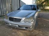 Mercedes-Benz C 240 2002 года за 1 900 000 тг. в Алматы