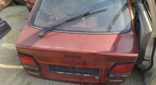 Крышка багажника мазда 626 Птичка хэчбэк за 444 тг. в Костанай