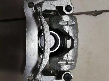 Тормозной суппорт на Toyota Land Cruiser 105 GX за 60 000 тг. в Караганда – фото 2