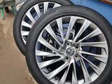 Комплект дисков с резиной Toyota за 400 000 тг. в Уральск – фото 2