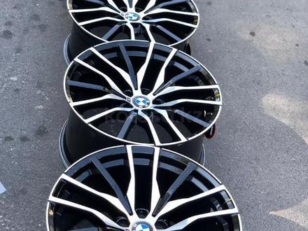 Диски на Новые BMW r20 5x112 (7-серии/Х-серии) за 460 000 тг. в Алматы – фото 2