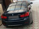 BMW 320 2013 года за 5 000 000 тг. в Атырау – фото 2