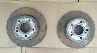 Тормозные диски Задние на Mercedes w202 за 258 тг. в Шымкент