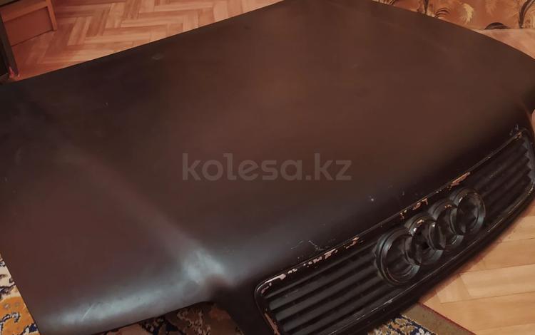 Капот с решеткой Ауди А4 б5 за 34 500 тг. в Темиртау