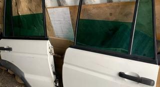 Дверь задняя дискавери 2 discovery 2 за 25 000 тг. в Алматы