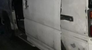 Задняя дверь багажника с низкой крышей на дэлику квадрат за 25 000 тг. в Алматы