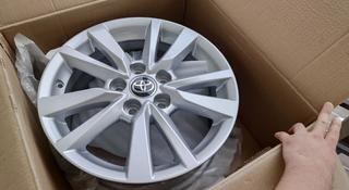Комплект новых оригинальных дисков от тойота камри 70 за 150 000 тг. в Нур-Султан (Астана)