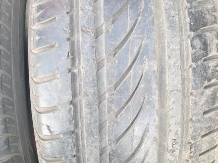 Пару летние шины размер 255 55 17 фирма Nokian за 10 000 тг. в Алматы – фото 2