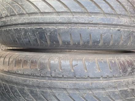 Пару летние шины размер 255 55 17 фирма Nokian за 10 000 тг. в Алматы – фото 3