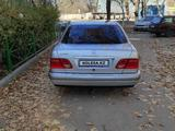 Mercedes-Benz E 280 1997 года за 3 100 000 тг. в Шымкент – фото 2