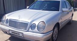 Mercedes-Benz E 240 1998 года за 2 660 000 тг. в Алматы – фото 3