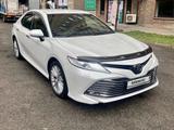 Toyota Camry 2018 года за 14 100 000 тг. в Алматы